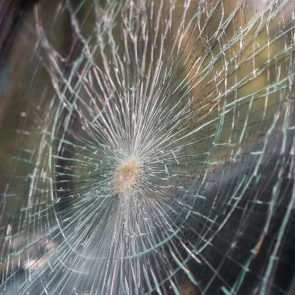 разбитое стекло ДТП