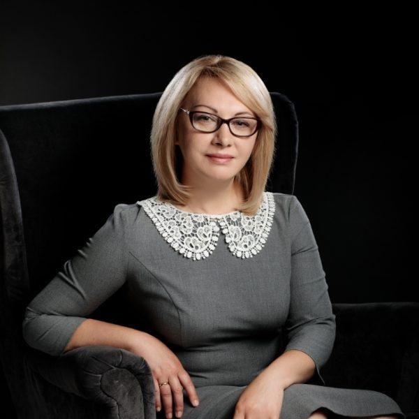 Адвокат Ольга Нянькина в очках