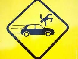 дорожный знак с машиной и человеком