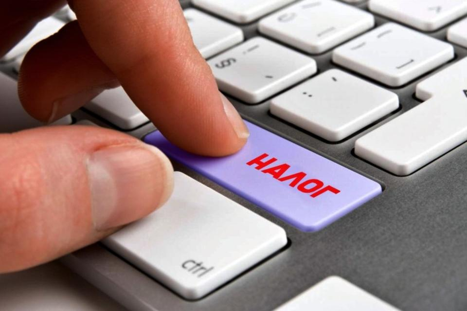 кнопки с надписями руки человека