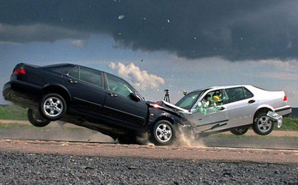 столкнувшиеся автомобили авария