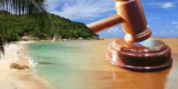 деревянный молоток стол море пляж небо горы