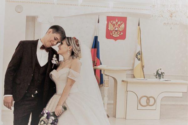 мужчина и женщина новобрачные герб флаг